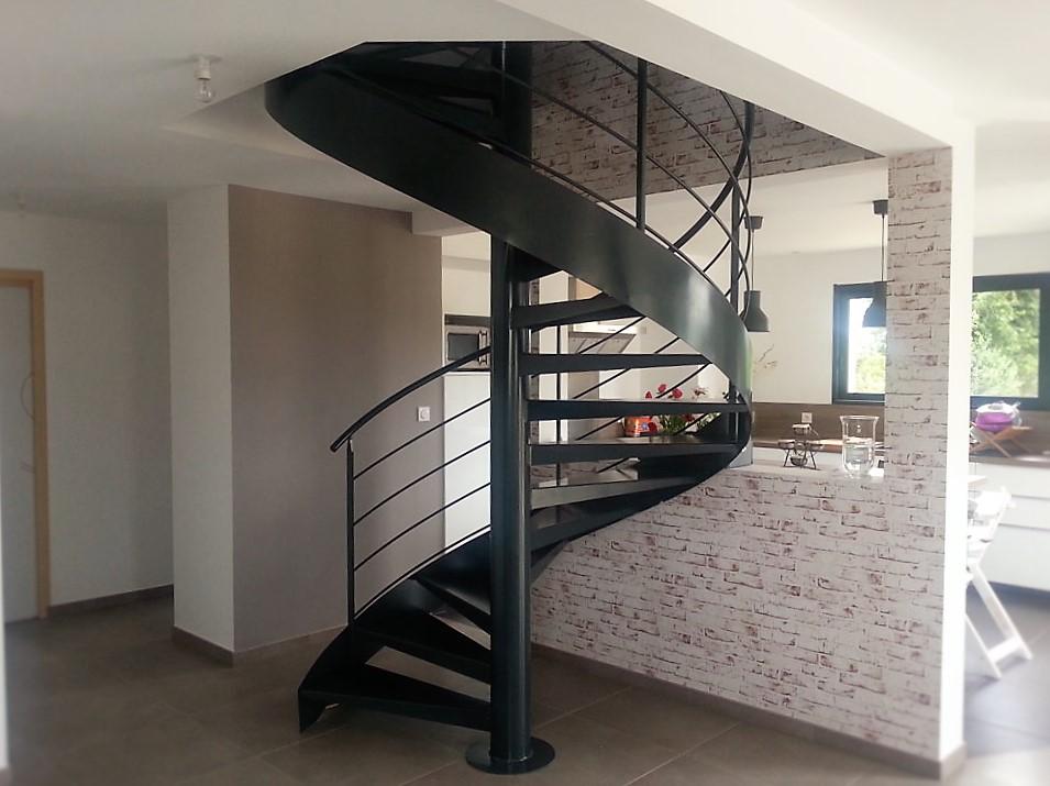 escalier helicoidal metal laque metallerie martin. Black Bedroom Furniture Sets. Home Design Ideas
