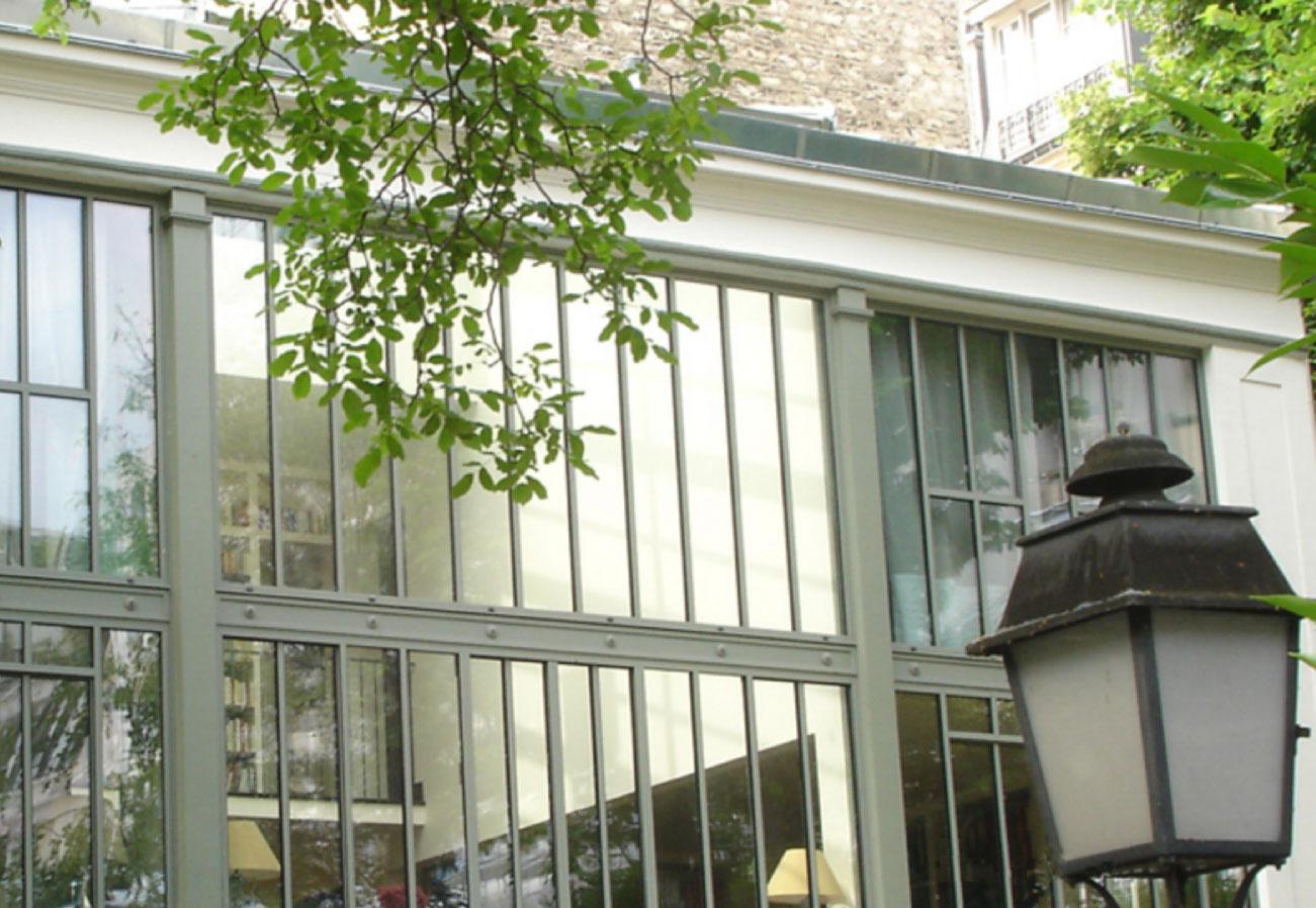 Porte mtallique vitre cloison coulissante en verre ou en for Joint metallique fenetre