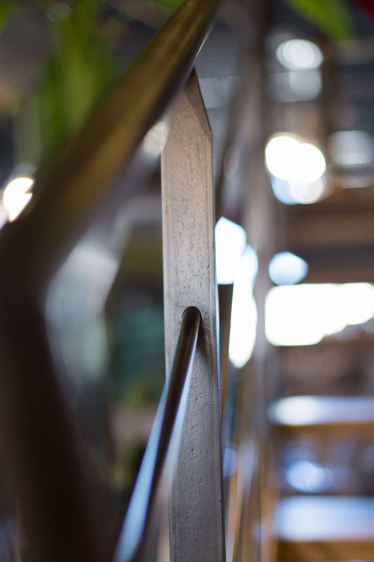 détail escalier montant métallique