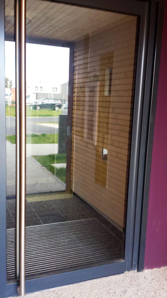 Porte d'entrée menuiserie métallique